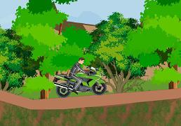 Curse cu motocicleta prin padure